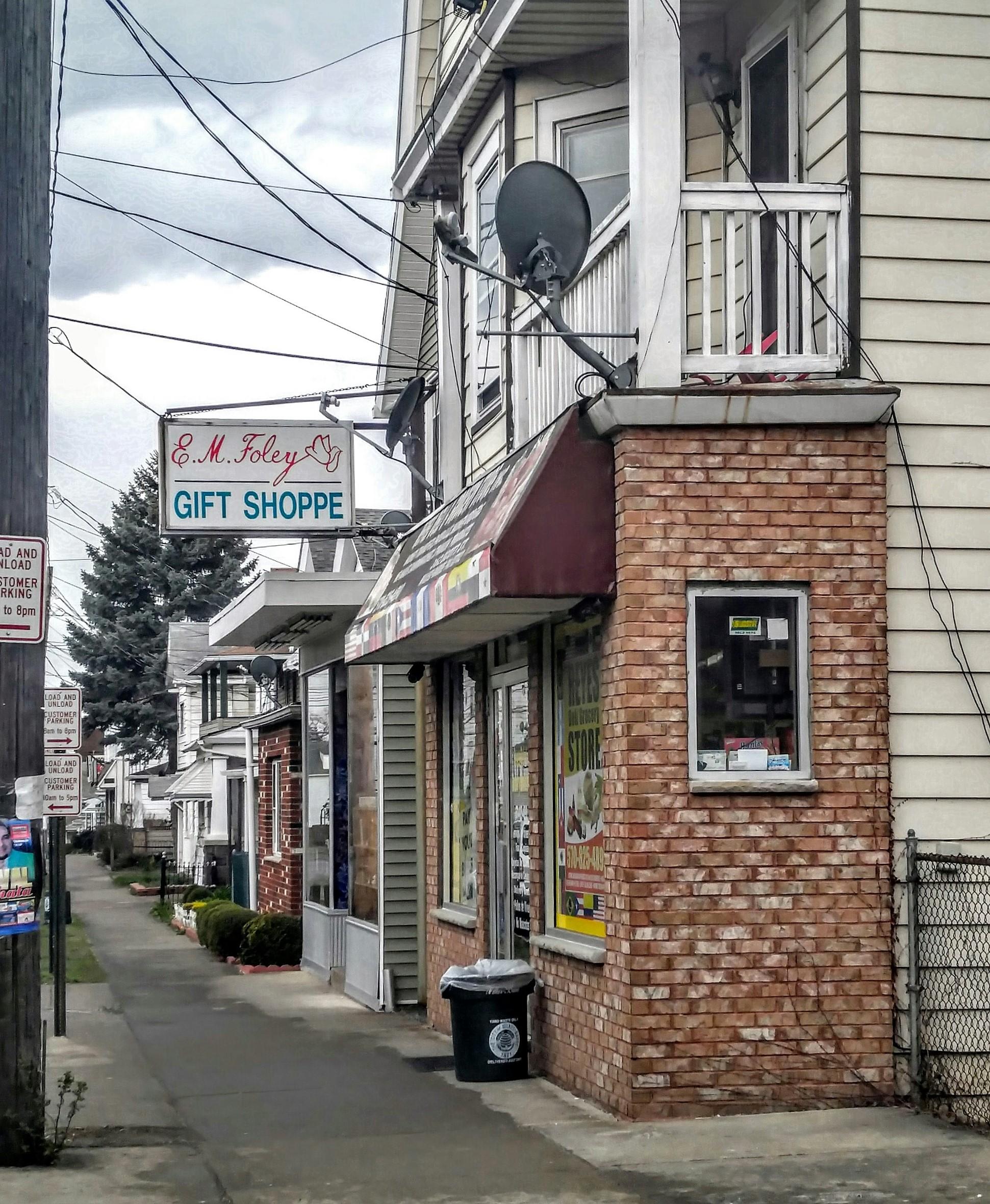 E.M. Foley Gift Shoppe on Scott Street Photo by Sarah Gyle (April 10, 2016)